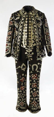 Suit ensemble, worn by Fred Bliss as the Pearly King of Islington, 1920s, We Wear, How To Wear, London Museums, Cycle Chic, Old London, Mother Of Pearl Buttons, Couture, Vintage Outfits