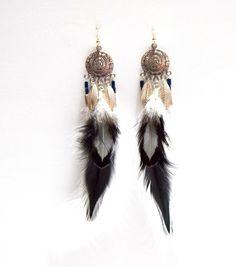 Boucles d'oreilles dreamcatcher plumes noires et blanches, bijoux ethniques par Passionnella