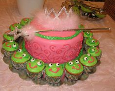 Princess and the frog cake with cupcakes