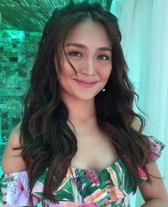 Kathryn Bernardo Has The Most Gorgeous Summer Hairstyles - Star Style PH Debut Hairstyles, Old Hairstyles, Summer Hairstyles, Kathryn Bernardo Photoshoot, Kathryn Bernardo Hairstyle, Filipina Actress, Filipina Beauty, Beautiful Celebrities, Gorgeous Women