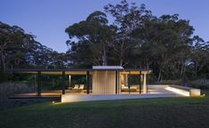 Wirra Willa Pavilion: a Miesian-inspired retreat in New South Wales by Matthew Woodward Architecture   Architecture   Wallpaper* Magazine Modern Glass House, Glass House Design, Small House Design, Farnsworth House, Glass Pavilion, Pavilion Design, Decoration Entree, Wallpaper Magazine, Interior Architecture