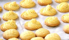 Melting moments - The 5 ingredients butter cookies (easy recipe) Best Butter Cookie Recipe, Milk Bread Recipe, Biscuit Recipe, Milk Recipes, Sweet Recipes, Baking Recipes, Cookie Recipes, Dessert Recipes, Melting Moments Cookies