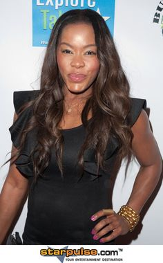 Photo of Golden Brooks and her 2017 delicate make up style, products & tips