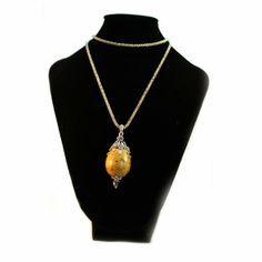 Collar huevo de codorniz con decoracion ligera  de metal y pedreria de cristal. Dominio del fondo natural del huevo. REF:HC130109 http://nartartesania.blogspot.com.es/
