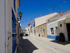 7 Great Things to Do in Alicante ♥ Including a Day Trip to Tabarca Island ♥ Weekend Trips, Day Trip, Inter Rail, Stuff To Do, Things To Do, Medieval Fortress, Alicante Spain, City Beach, White Houses