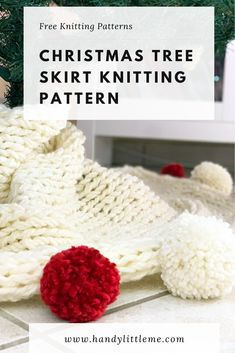 A Christmas tree skirt pattern that will make your Christmas decor look extra cosy! Hand-knit a super chunky tree skirt with this free knitting pattern. Simply Knitting, How To Start Knitting, Free Knitting, Christmas Tree Skirts Patterns, Christmas Knitting Patterns, Dishcloth Knitting Patterns, Knit Dishcloth, Free Baby Stuff, Christmas Decor