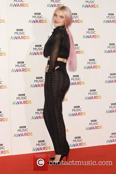 Grace Chatto of Clean Bandit at the BBC Music awards 2014 Bbc C, Clean Bandit, Amazing Grace, Music Awards, Pink Hair, Red Carpet, Queens, Irish, Indie