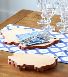 Adorable pig cutting boards. Too cute!