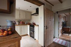Cottage decor: Hall and kitchen Cottage Hallway, Cottage Living, Cottage Style, Country Living, Kitchen Paint, Kitchen Dining, Hallway Decorating, Interior Decorating, Kitchen Breakfast Nooks