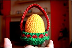 Happy Easter all! Tis a crocheted-easter-egg-and-basket freebie pattern and how to guide. Genius! Thanks so, very kind xox