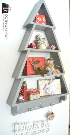 Christmas Tree Ideas – DIY Christmas Tree Shelf – 100 Things 2 Do – Gestaltungsideen Wooden Christmas Decorations, Christmas Wood Crafts, Wood Christmas Tree, Christmas Projects, Holiday Crafts, Christmas Crafts, Tree Shelf, Tree Crafts, All Things Christmas