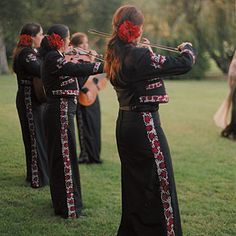 An all-female mariachi band performed during the cocktail hour.