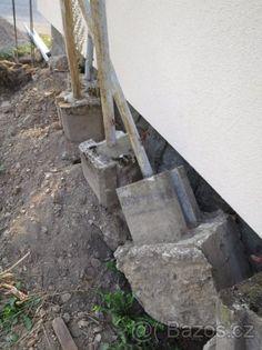 Plotové sloupky včetně betonového základu - 1