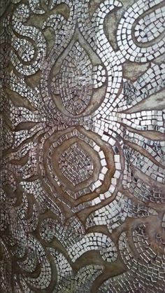 Mirror Panel Wall, Mirror Wall Tiles, Mirror Mosaic, Mosaic Art, Mosaic Tiles, Mirror Mirror, Mosaic Crafts, Mosaic Projects, Mosaic Patterns