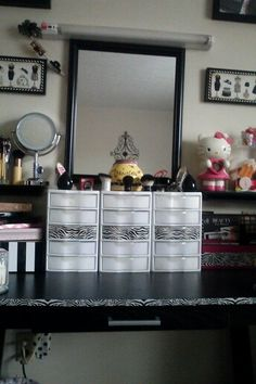 Great storage ideas :) Makeup Vanity Storage, Storage Ideas, Mirror, Frame, Furniture, Home Decor, Picture Frame, Decoration Home, Organization Ideas
