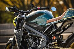 Sportsbikes are all but dead. After bikers realised that riding a litre bike on public roads was akin to straightening that crooked picture in your hallway with… Uss Nimitz, Triumph Street Triple, Custom Builders, Global Market, Triumph Motorcycles, Cafe Racers, Helmets, Baskets, Eggs
