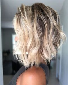 Medium Hair Cuts, Medium Hair Styles, Curly Hair Styles, Brown Blonde Hair, Blonde Lob Hair, Blonde Highlights Short Hair, Blonde Dye, Brunette Hair, Lob Haircut