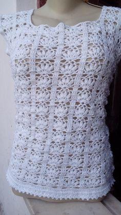 Regata em croche feito com linha 100% algodão.Informe a cor e o tamanho desejado.Tamanhos P M G.Acompanha brinde surpresa!!