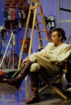 Ewan McGregor as Obi-Wan Kanobi in Star Wars Star Wars Cast, Star Wars Meme, Star Wars Film, Star Trek, Trainspotting Ewan Mcgregor, Ewan Mcgregor Obi Wan, Alec Guinness, The Phantom Menace, Star Wars