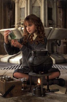 Chamber of Secrets~ Hermione Posters Harry Potter, Saga Harry Potter, Mundo Harry Potter, Harry Potter Hermione, Harry Potter Pictures, Harry Potter Characters, Ron Weasley, Movie Characters, Hermione Granger