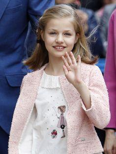 La princesa Leonor y la infanta Sofía, alegría primaveral en la Misa de Pascua de Palma - Foto 3