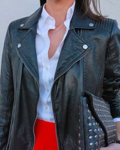 Red midi skirt + Leather jacket  http://www.betrench.com/2014/11/falda-midi-perfecto-leo.html  Aristocrazy