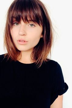 Thinking about a stunning change in your style? In this article we present you Super Short Haircuts With Bangs are in trends, from blunt bangs to side. Haircuts For Medium Hair, Round Face Haircuts, Haircuts With Bangs, Medium Hair Cuts, Short Hair Cuts, Medium Hair Styles, Short Hair Styles, Short Hair With Bangs For Round Faces, Fringes For Round Faces