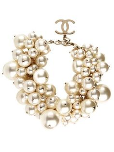 Look at them. Chanel - the oodles of pearls necklace and that sweet CC charm. Pearl Bracelet, Pearl Jewelry, Jewelry Box, Jewelry Accessories, Fashion Accessories, Fashion Jewelry, Pearl Earrings, Chanel Bracelet, Pearl Necklaces
