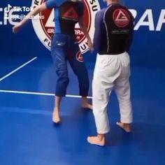 Martial Arts Styles, Martial Arts Techniques, Mixed Martial Arts, Martial Arts Videos, Judo, Self Defense Moves, Self Defense Martial Arts, Martial Arts Workout, Martial Arts Training