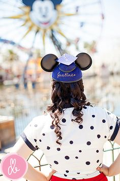 I love this Senior picture session at Disneyland! LOve!