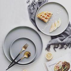 Dining Plates, Round Dining, Disney Cakes, Nordic Style, Table Settings, Dinner, Breakfast, Tableware, Dip Dye