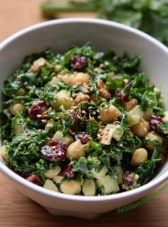 Kale and chickpeas salad Healthy Recepies, Vegan Lunch Recipes, Vegetarian Dinners, Healthy Salads, Real Food Recipes, Salad Recipes, Healthy Eating, Healthy Food, How To Cook Kale