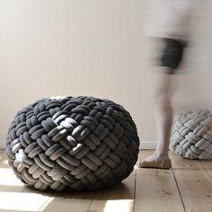 Knotty handgemaakt gevlochten poef http://www.x6lifestyle.com/product/kumeko-knotty-floor-cushion-gevlochten-poef/