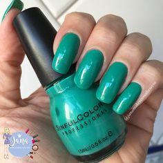 Olá lindonas, tudo bem???     Para hoje escolhi o esmalte importado Rise and Shine 940 da marca Sinful Colors ele é um verde muito bonit...