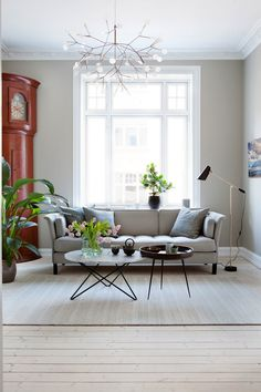Beige couch and bright details in the living room. Beige Couch, Oversized Mirror, Sofa, Lighting, House, Furniture, Home Decor, Living Rooms, Bright