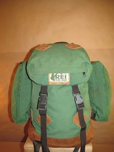 REI Vintage Large Green Canvas Classic Hiking Camping Backpack Rucksack Satchel