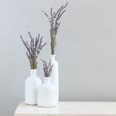 This white glass bottle décor set is a beautiful addition to any vintage wedding. Each set comes with three bottles in v Glass Bottle Crafts, Bottle Art, Painted Glass Bottles, Bottle Centerpieces, Spring Home Decor, Vintage Bottles, Diy Décoration, Bottle Painting, Bottles And Jars