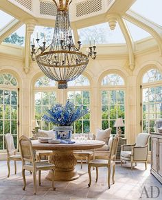 Beautiful conservatory. It makes me want to eat brunch and read a book with a cup of tea. I wonder how hot it gets in there?
