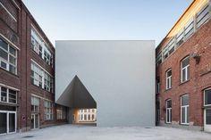 Здание архитектурного факультета в Бельгии с остроконечной нишей и двойной винтовой лестницей | AD Magazine