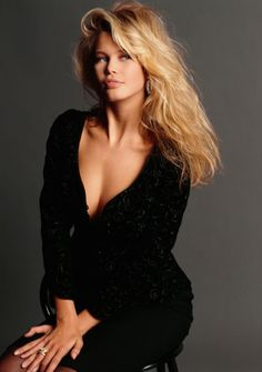 Young Claudia Schiffer- here she looks eerily like a mixture of Christy Brinkley and Brigitte Bardot! Claudia Schiffer, 90s Fashion, Fashion Models, 90s Models, Women Models, Victoria Dress, Timeless Beauty, Lady, Beauty Women