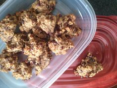 2 ripe bananas 1 cup quick oats 1/2 cup chocolate chips 1 heaping spoonful of natural peanut butter Stir it up real good! Plop some spoonfuls on a cookie sheet and Bake at 350• for 10 minutes!  YUMMO!