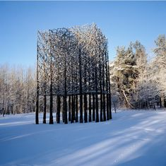 Jaakko Pernu do land art, his sculptures are oversized forms, consisting of organic materials such as wood pieces that are appropriate for Pernu and his work, both beautiful and economical.