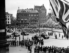 Amsterdam on June 28th, 1945. Citizens of Amsterdam celebrated Canadian soldiers and the return of Queen Wilhelmina.  http://www.cbc.ca/news/canada/story/2010/05/07/f-canada-second-world-war-gildersleeve.html