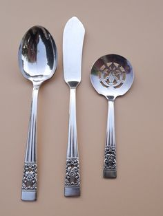 Vintage Coronation (Hampton) Oneida ca 1936 Pierced Bonbon Sugar Spoons Master Butter Knife Community Plate Silverware Silverplate Lot of 3 Oneida Community, Sugar Spoon, Butter Knife, Handmade Home, China Dinnerware, The Hamptons, Silver Plate, Plates, Candy