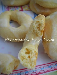 Paraiso: Rosquillas de queso y limón Costa Rican Food, Puerto Rican Cuisine, Biscuits, Portuguese Recipes, Biscuit Cookies, Latin Food, Holiday Baking, Sin Gluten, Cookie Recipes