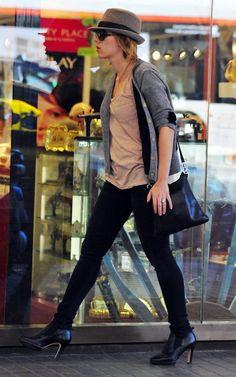 scarlett johansson paparazzi | Scarlett Johansson Archive: barcelona babe