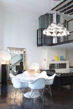 Ein Traum in Schwarz und Weiß: Dieses stylische Wohnzimmer ist ein absoluter Hingucker!  Photocredits: Home Hunts