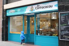 EnContacacau is a coffee shop, a restaurant, and a children clothing store where children have a special place for them. It is one of thefew…