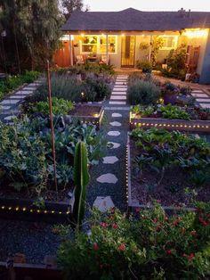 backyard garden inspiration 37 Beautiful Backyard Landscaping Ideas To Perfect Your Garden Backyard Vegetable Gardens, Vegetable Garden Design, Urban Garden Design, Herb Garden, Easy Garden, Garden Farm, Potager Garden, Urban Design, House With Garden