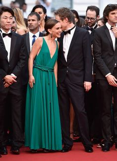 Gli abiti più belli di Cannes 2015 | Natalie Portman in abito lungo verde smeraldo | FOTO